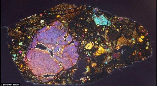 Vẻ đẹp kinh ngạc của thiên thạch 4,5 tỷ năm tuổi 8