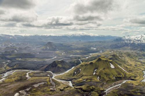 Thung lũng núi lửa tuyệt đẹp từ trên cao - 1