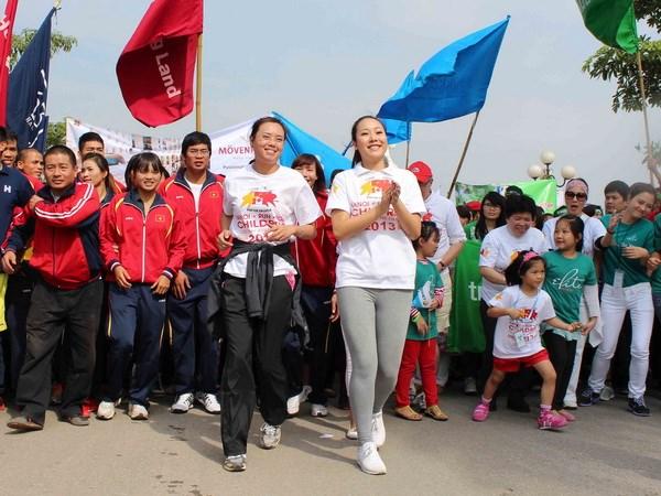 Hoa hậu Thế giới người Việt Ngô Phương Lan tham gia cuộc chạy. (Ảnh: TTXVN)