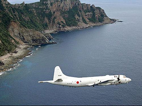 Nhật Bản chỉ đạo các hãng hàng không trong nước không cần xin phép Trung Quốc khi bay trên không phận quốc tế ở Hoa Đông. Ảnh: AP