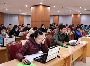Đợt thi tuyển công chức trực tuyến đầu tiên do Bộ Nội Vụ tổ chức hồi tháng 1 năm 2013. Courtesy TPO