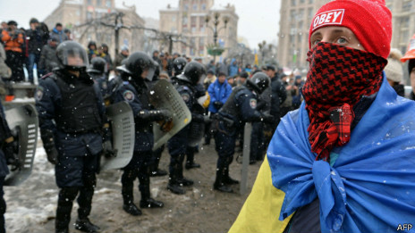 Người biểu tình Ukraine không tỏ dấu hiệu lui bước trước hành động của cảnh sát