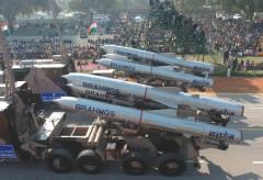 BrahMos trong một cuộc diễu binh Ấn Độ.