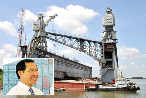 Một trong số các ụ nổi thuộc dự án Nhà máy sửa chữa tàu biển phía nam do ông Dương Chí Dũng (ảnh nhỏ) phê duyệt đang bỏ trống, không hoạt động - Ảnh: Diệp Đức Minh