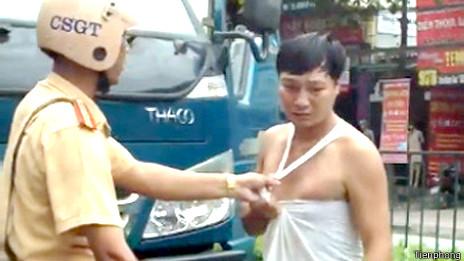 Cảnh sát Việt Nam thường xuyên bị tố cáo là hành xử thô bạo