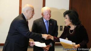 """Tôi coi đó là hành động của những người ruột thịt và tình đoàn kết với người Philippines"""" Jose Cuisia, đại sứ Philippines ở Hoa Kỳ"""
