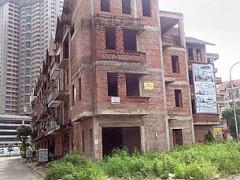 Bất động sản bị đóng băng nhiều công trường xây dựng nửa chừng phải ngưng vì hết vốn