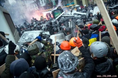 Đụng độ giữa cảnh sát và người biểu tình tại thủ đô Kiev ngày 19/1.
