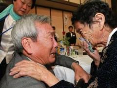 Một số ít người thân ly tán ở hai miền Triều Tiên được hội ngộ với gia đình. Ảnh chụp tháng 10/2010. Ảnh:AFP