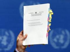 Bản báo cáo dày 372 trang do ông Michael Kirby, trưởng ban điều tra về nhân quyền tại Bắc Triều Tiên công bố trong cuộc họp báo tại trụ sở Liên Hiệp Quốc ở Genève ngày 17/02/2014. REUTERS/Denis Balibouse