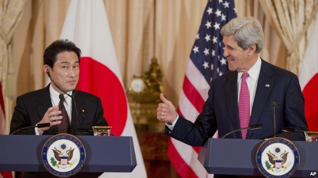 Bộ trưởng Ngoại giao Nhật Bản Fumio Kishida và Ngoại trưởng Mỹ John Kerry tại cuộc họp ở Washington, 7/2/2014