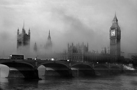 Thủ đô London của Anh nổi tiếng thế giới với những làn sương dầy đặc.