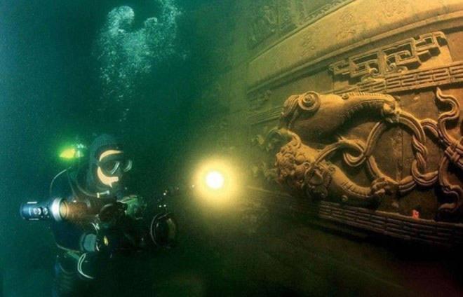 Thành phố nghìn năm tuổi dưới đáy hồ