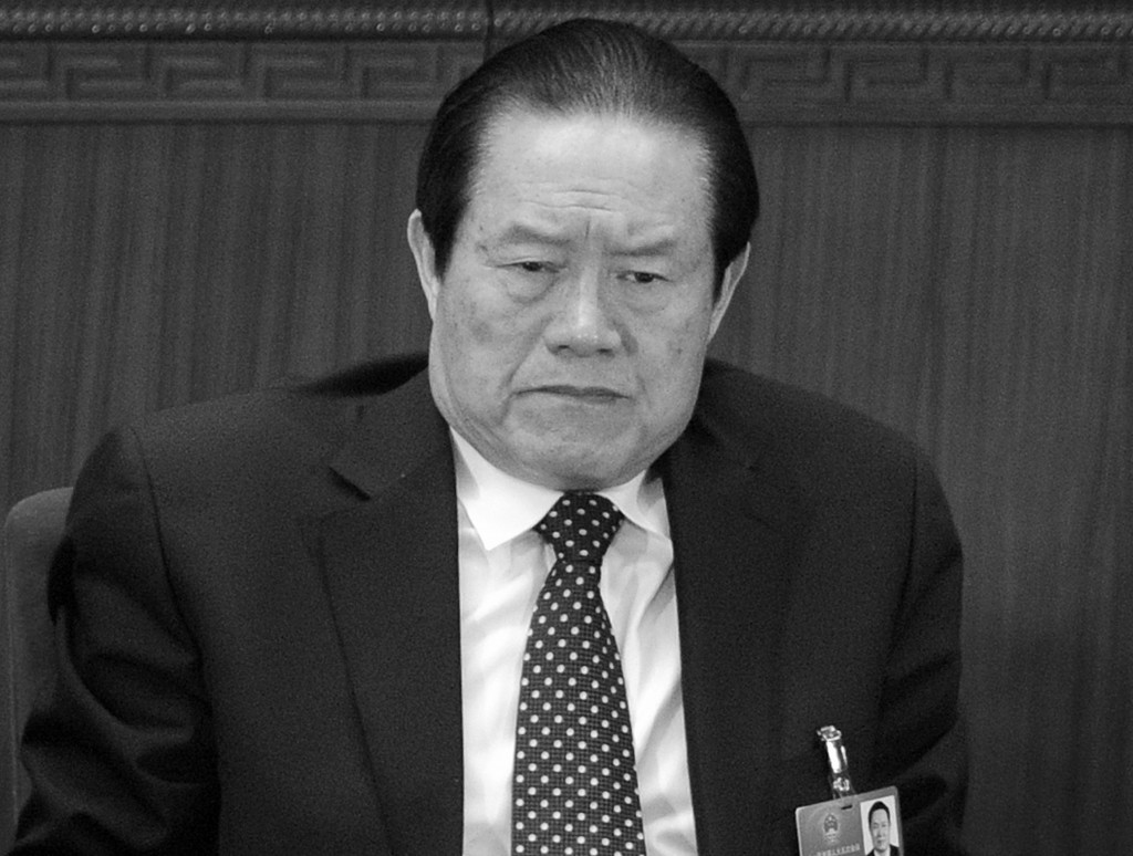 Chu Vĩnh Khang, cựu thành viên của Ủy ban Thường vụ Bộ Chính trị, tham dự phiên khai mạc Đại hội đại biểu nhân dân toàn quốc (NPC) tại Bắc Kinh ngày 05 tháng ba năm 2012. Chu đang trong giai đoạn sụp đổ chính trị, với những tiết lộ về tham nhũng nhắm vào các thành viên trong gia đình ông ta. (Liu Jin / AFP / Getty Images)