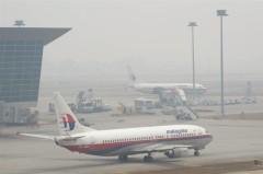 Có thông tin cho rằng, quan chức cấp cao của Trung Cộng đã hạ lệnh cho quân đội có thể bắn hạ bất kỳ máy bay dân dụng nào khả nghi tiến gần đến trung tâm Bắc Kinh. Ngày 10 tháng Ba, một chuyến bay cất cánh từ Thượng Hải đến Bắc Kinh đã bị buộc phải hạ cánh khẩn cấp tại Tế Nam, đến ngày 11 lại có thêm nhiều chuyến bay bị hủy bỏ một cách kỳ lạ . ( MOHD RASFAN / AFP / Getty Images )