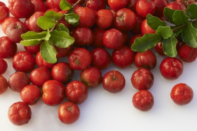 Một loại quả mọng giàu axit ascorbic, acerola (quả sơ ri ở Việt Nam) cung cấp vitamin C với nhiều co-fator có khả năng tối ưu hóa sự hấp thu của cơ thể và việc sử dụng axit ascorbic.(photos.com)