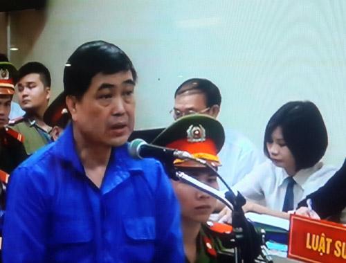 Bị cáo Trần Hải Sơn cho biết, đưa tiền bồi dưỡng là quy định bất thành văn ở Vinalines - Ảnh: Thái Sơn