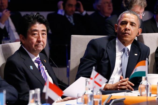 Thủ tướng Nhật Bản Shinzo Able và Tổng thống Mỹ Barack Obama (bên phải) tham dự phiên họp khai mạc tại Hội nghị thượng đỉnh về an ninh hạt nhân 2014, ngày 24 thán 3,2014 tại Hague, Hà Lan. (Yves Herman/Getty Images)