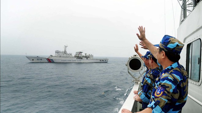 Trung Quốc đã vội quên những cái bắt tay và vẫy tay tạm biệt của những người cảnh sát biển Việt Nam sau chuyến kiểm tra liên hợp nghề cá vịnh Bắc bộ giữa tháng 4/2014 ảnh: Đức Hạnh - Liên Châu. Nguồn: CSBVN
