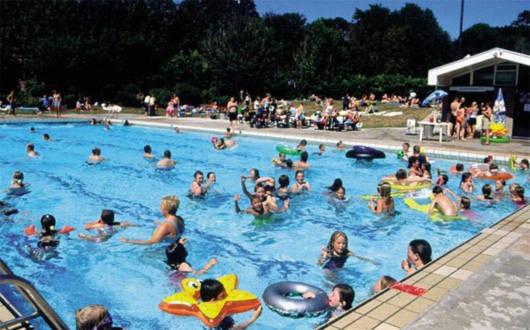 Bí kíp nhận biết nước bể bơi có chứa độc tố