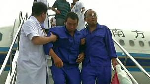"""Chúng tôi cảm thấy an toàn khi trở về nhà. Điều kiện y tế ở Việt Nam không được tốt."""" Tào Văn Quân, một công nhân được sơ tán từ Hà Tĩnh"""