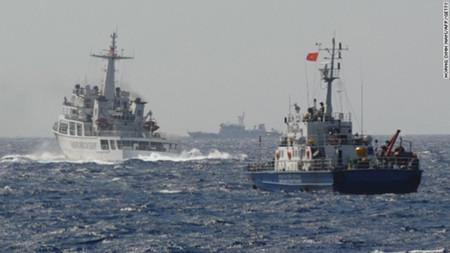 Một tàu của Trung Quốc xuất hiện chặn tàu của Việt Nam tiếp cận khu vực giàn khoan HD 981