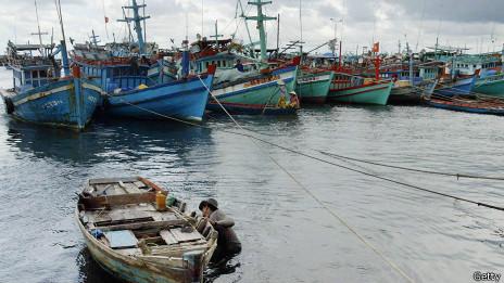 Các tàu cá Việt Nam thường bị 'tàu lạ' đâm chìm khi đánh bắt trên Biển Đông