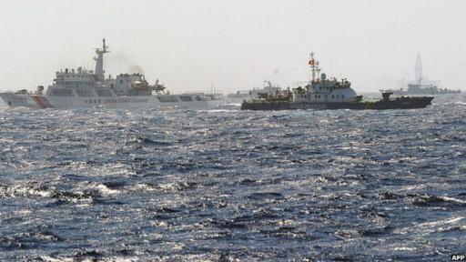 Tàu Việt Nam và Trung Quốc vẫn đối đầu nhau ở vị trí xung quanh giàn khoan