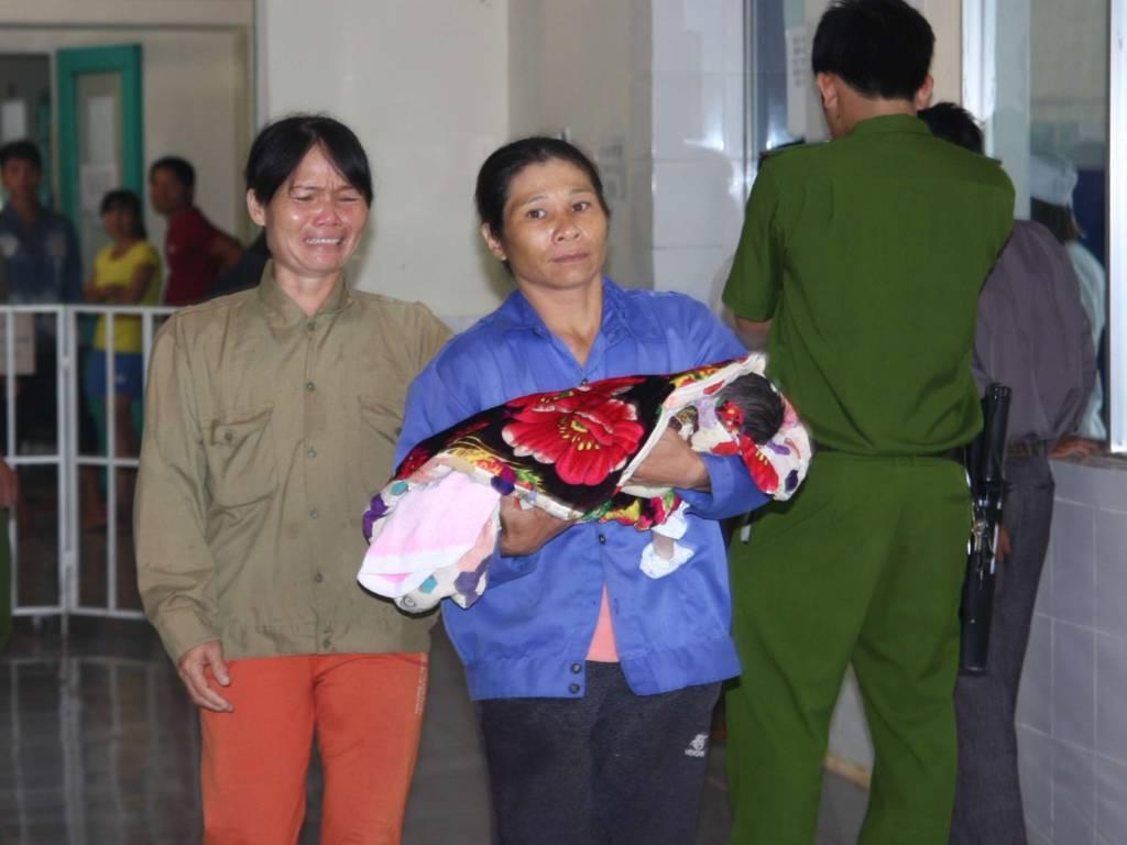 Một trong ba cháu bé bị tử vong sau khi tiêm vaccine tại Bệnh viện Đa khoa huyện Hướng Hóa.