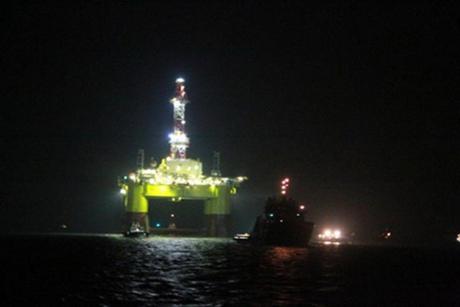 Giám sát chặt chẽ di biến động của giàn khoan Nam Hải số 9 trên biển Đông.