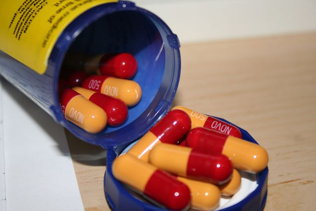Thuốc kháng sinh Novamoxin (ảnh từ Wikimedia Commons)
