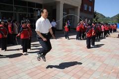Ngày 30 tháng 5, Tân Hoa Net truyền thông của Đảng Cộng sản Trung Quốc (ĐCSTQ) đặc biệt đưa tin Ôn Gia Bảo ngày 28 có cuộc gặp gỡ với học sinh trung học tại tỉnh Hà Bắc. (Ảnh Internet)