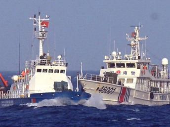 """Tàu Trung Quốc có thái độ """"hung hăng, vây ép để đâm va, phun nước khi tàu Việt Nam tiến vào khu vực giàn khoan"""" - DR"""