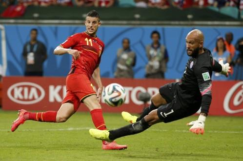 Một pha cản phá của thủ môn Tim Howard trong trận gặp Bỉ. Ảnh: Reuters