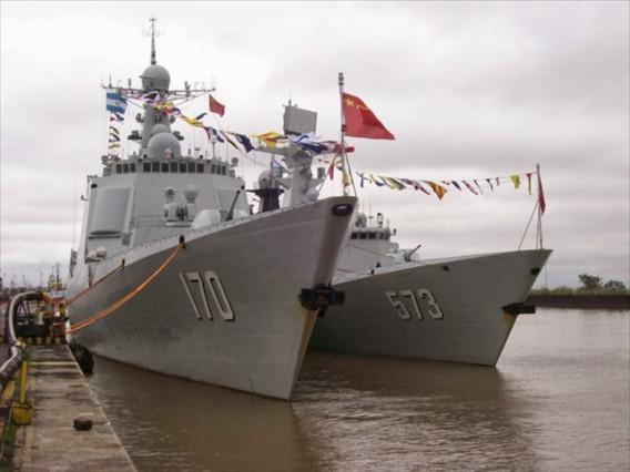 Khu trục hạm Liễu Châu trang bị hệ thống HQ-16 do Trung Quốc sản xuất có tầm bắn tới 50km. Hệ thống ống phóng thẳng đứng chứa đạn tên lửa đối không đặt ngay sau tháp pháo.