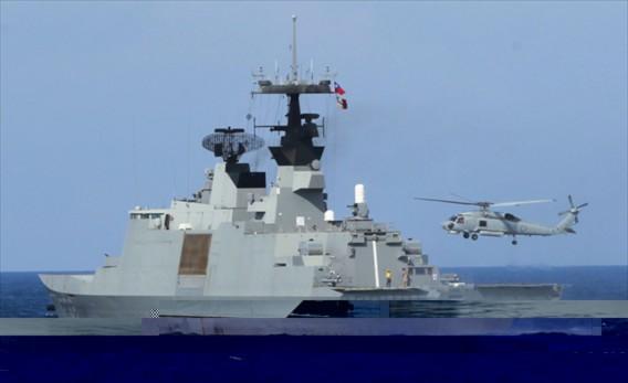 Chiến hạm lớp La Fayette của Đài Loan có chiều dài 125 m, có lượng choán nước 3.600 tấn và có thể đạt tốc độ tối đa 46 km/h. Tàu có thủy thủ đoàn đầy đủ 141 người và có khả năng hoạt động độc lập trên biển 50 ngày.