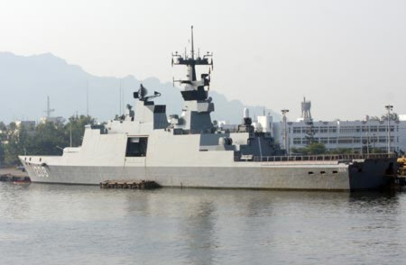 Nguyên bản, các khinh hạm La Fayette được trang bị một pháo hạm 100 mm, 2 pháo 20 mm, 8 tên lửa diệt hạm Hsiung Feng 2 và một hệ thống phòng không Chaparral với 4 tên lửa tầm nhiệt Sidewinder có tầm bắn 10 km.