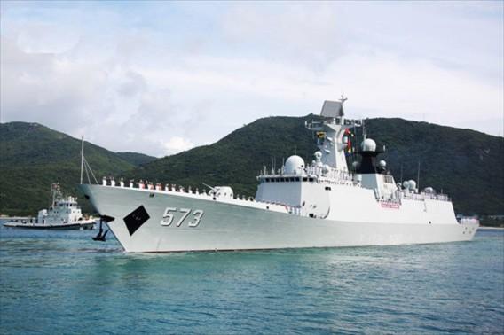 Trong khi đó khu trục hạm Liễu Châu Type 054A được coi là chiến hạm mạnh nhất của Trung Quốc. Liễu Châu có lượng giãn nước 4053 tấn, chiều dài 134 m, rộng 15,2m, mớn nước 5m, thủy thủ đoàn 190 người. Tàu có thể đạt tốc độ 27 hải lý/h, hành trình liên tục 3.800 hải lý với tốc độ 18 hải lý/h, hoạt động liên tục trên biển 15 ngày.