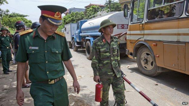 Quân đội Việt Nam đến hiện trường để điều tra nguyên nhân tai nạn