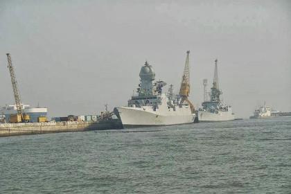 Các tàu khu trục lớp Kolkata đang đóng (thebharatmilitaryreview.blogspot.ru)