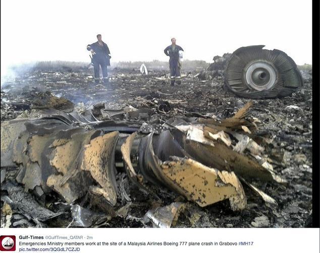 Hình ảnh đăng tải trên mạng xã hội về hiện trường vụ rơi máy bay của Malaysia Airlines ở vùng Đông Ukraine.
