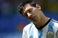 Lionel Messi mệt mỏi. Ảnh: Reuters