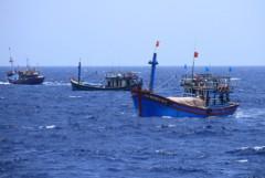 Các tàu cá của Trung Quốc vẫn thường xuyên bám sát và ngăn cản tàu cá Việt Nam tại khu vực gần giàn khoan Hải Dương-981