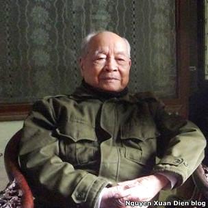 Cựu Tướng Nguyễn Trọng Vĩnh đứng đầu nhóm các Đảng viên lão thành
