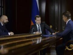 Ông Dmitry Medvedev và Bộ trưởng Giao thông Maxim Sokolov bàn về các biện pháp trả đũa - Reuters