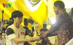 Công Phượng của U19 Việt Nam nhận giải cầu thủ xuất sắc nhất (Ảnh: Nhung Trần).