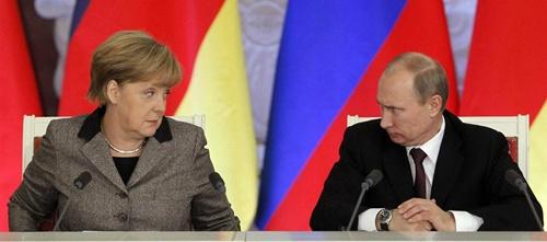 Thủ tướng Đức Angela Merkel và Tổng thống Nga Vladimir Putin trong cuộc họp báo ở Kremlin năm 2012. Ảnh: Reuters