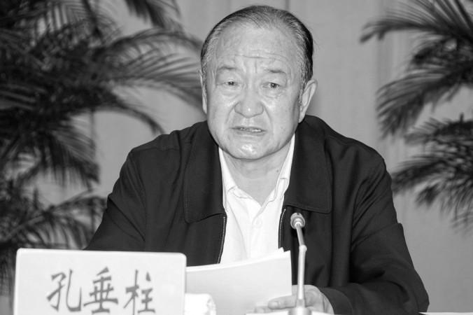 Khổng Thùy Trụ, nguyên Phó Chủ tịch tỉnh Vân Nam, trong một bức hình từ /wcb.yn.gov.cn vào ngày 12 tháng 8. Năm năm trước đây, ông bị chẩn đoán mắc HIV/AIDS và gần đây ông đã tự tử. Đài Truyền hình Phượng Hoàng của Hồng Kông đã phanh phui hàng loạt các vụ xì căng đan tình dục của ông Khổng và các quan chức có móc nối chặt chẽ với ông. (Epoch Times)