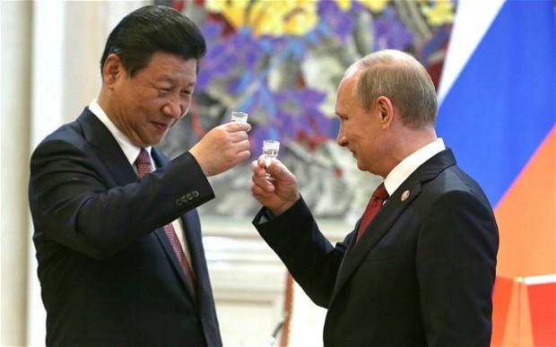 Chủ tịch Trung Quốc Tập Cận Bình (trái) và tổng thống Nga Vladimir Putin. (Ảnh ITAR-TASS/Barcroft Media)