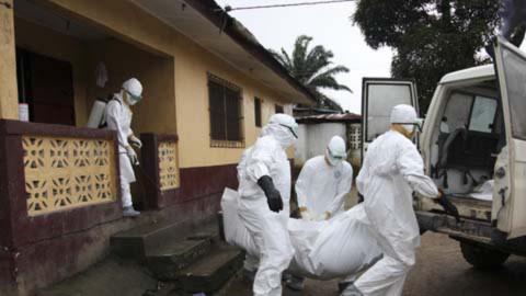 Những hình ảnh ở tâm đại dịch Ebola khiến người đọc đau xót